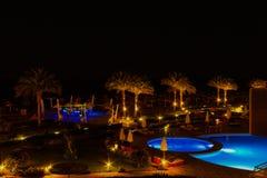 Sharm El谢赫,埃及- 2017年4月7日:游泳池晚上视图在豪华旅馆Barcelo Tiran Sharm 5担任主角在 库存图片