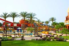 Sharm El谢赫,埃及- 2017年4月10日:看法豪华旅馆水色蓝色Sharm 5担任主角与蓝天的天 库存图片