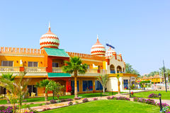Sharm El谢赫,埃及- 2017年4月10日:看法豪华旅馆水色蓝色Sharm 5担任主角与蓝天的天 免版税库存图片