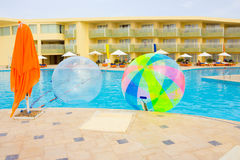 Sharm El谢赫,埃及- 2017年4月09日:空的可膨胀的气球,获得在水的乐趣 免版税库存图片