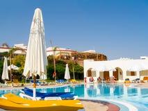 Sharm El谢赫,埃及- 2012年11月8日:豪华好的旅馆游泳池 免版税库存图片