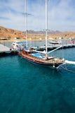 SHARM EL谢赫,埃及- 12月4 :有touris的风帆游艇 免版税图库摄影