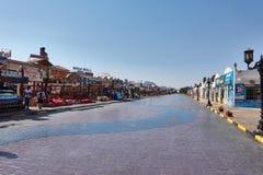 SHARM EL-SCHEICH, ÄGYPTEN - 25. AUGUST 2015: Shops bieten ihre Produkte Touristen an Stockfoto
