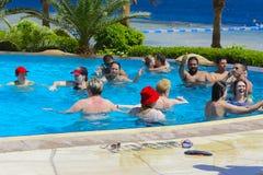 Sharm el-Sheikh, Ägypten - 14. März 2018 Das Eignungskonzept, eine Eignungsklasse, eine Gruppe von Personen wird engagiert Stockfotografie