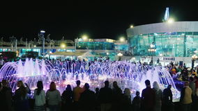 Sharm El Sheikh, Египет, март 2017: Известный квадрат Soho с фонтанами петь Струи воды с освещением и акции видеоматериалы