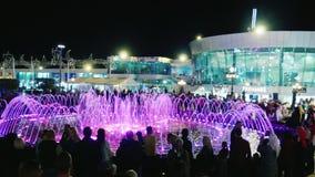 Sharm El Sheikh, Египет, март 2017: Популярная выставка для туристов в Египте - фонтан петь в квадрате Soho видеоматериал