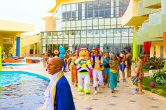 Sharm el Sheikh - 12 de abril de 2017: Turistas no jogo da animação no hotel 5 de Barcelo Tiran Sharm Foto de Stock Royalty Free