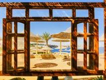 Sharm El Sheikh Egipt, Wrzesień, - 25, 2017: Plenerowa restauracja i plaża przy luksusowym hotelem, sharm el sheikh, Egipt Fotografia Stock