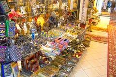 Sharm el Sheikh, Egipto - 13 de abril de 2017: La tienda de regalos Imagen de archivo libre de regalías