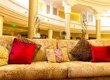 Sharm el Sheikh, Egipto - 13 de abril de 2017: Pasillo del hotel en el hotel de lujo RIXOS SEAGATE SHARM de cinco estrellas Fotografía de archivo libre de regalías