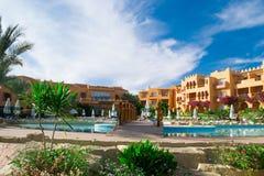 SHARM EL SHEIKH, EGIPTO - 15 DE DEZEMBRO: Os turistas estão em férias no hotel popular o 15 de dezembro de 2014 no Sharm el Sheik Imagem de Stock
