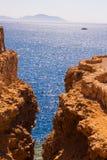 SHARM EL SHEIKH, EGIPTO - 9 DE JULIO DE 2009 Nave en el mar Fotos de archivo