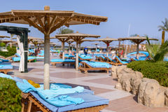 Sharm el Sheikh, Egito, o 28 de julho de 2015: Piscina em um recurso tropical Fotografia de Stock