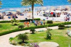 Sharm el-Sheikh, Egitto - 8 aprile 2017: La vista dell'albergo di lusso Barcelo Tiran Sharm 5 stars al giorno con cielo blu Fotografia Stock Libera da Diritti