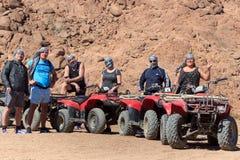 Sharm el-Sheikh, Egitto - 24 gennaio 2018: Quad il safari delle bici nel deserto vicino a Sinay, Egitto immagini stock