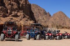 Sharm el-Sheikh, Egitto - 24 gennaio 2018: Quad il safari delle bici nel deserto vicino a Sinay, Egitto fotografie stock libere da diritti