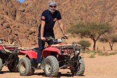 Sharm el-Sheikh, Egitto - 24 gennaio 2018: Quad il safari delle bici nel deserto vicino a Sinay, Egitto fotografia stock