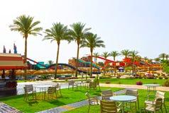 Sharm el Sheikh, Egypte - April 10, 2017: De mening van luxehotel AQUA BLU Sharm 5 sterren bij dag met blauwe hemel Royalty-vrije Stock Afbeeldingen