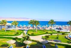 Sharm el Sheikh, Egypte - April 8, 2017: De mening van luxehotel Barcelo Tiran Sharm 5 sterren bij dag met blauwe hemel Royalty-vrije Stock Foto's