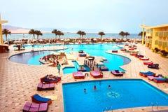 Sharm el Sheikh, Egypte - April 9 2017: De mening van luxehotel Barcelo Tiran Sharm 5 sterren bij dag met blauwe hemel Royalty-vrije Stock Afbeelding