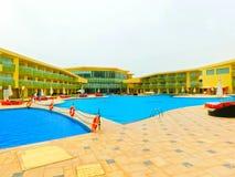Sharm el Sheikh, Egypte - April 9, 2017: De mening van luxehotel Barcelo Tiran Sharm 5 sterren bij dag met blauwe hemel Royalty-vrije Stock Foto