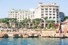 SHARM EL SHEIKH, EGYPTE - DECEMBER 15: De toeristen zijn op vakantie bij populair hotel op 15 December, 2014 in Sharm el Sheikh,  Royalty-vrije Stock Afbeeldingen