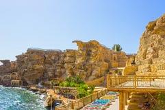 Sharm el Sheikh, Egypte - September 24, 2017: De mening van luxehotel droomt de Strandtoevlucht Sharm 5 bij dag met blauw meespee Stock Afbeeldingen