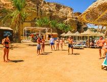 Sharm el Sheikh, Egypte - September 25, 2017: De toeristen op het animatiespel bij hotel droomt Strandtoevlucht Sharm 5 sterren Stock Foto