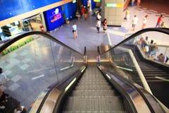"""Sharm el Sheikh EGYPTEN †""""JUNI 12: rulltrappor på flygplatsen på JUNI 12, 2015 Arkivfoton"""