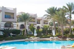 SHARM EL SHEIKH EGYPTEN - DECEMBER 15: Turisterna är på semester på det populära hotellet på December 15, 2014 i Sharm el Sheikh, arkivbilder