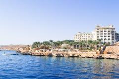 SHARM EL SHEIKH EGYPTEN - DECEMBER 15: Turisterna är på semester på det populära hotellet på December 15, 2014 i Sharm el Sheikh, Arkivbild