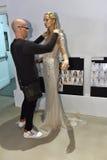 Sharon Przecina dostawać przygotowywający podczas i modeluje Galia Lahav mody tygodnia Bridal wiosny, lata 2017 prezentaci/ Obrazy Stock