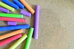 Sharped coloreó la tiza de los creyones para el fondo Fotos de archivo libres de regalías