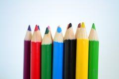 Sharped coloreó los lápices en el fondo blanco para el dibujo del arte Imagen de archivo libre de regalías
