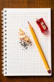 Sharpen um lápis foto de stock royalty free