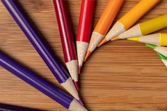 Sharpened宏观射击上色了在漩涡螺旋的铅笔  库存图片