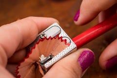 Sharpening um lápis Fotografia de Stock Royalty Free