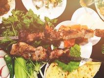 Shashlik部分英王乔治一世至三世时期全国烹调概念 养育和可口肉 处理专业原始的调味汁软件的随附于的获取鸡烹调文件食物意大利摄影过帐 库存图片