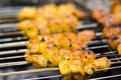 Shashlik che cucina sulla griglia del barbecue Immagini Stock