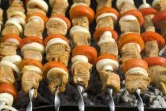 Shashlik e tomates Imagens de Stock