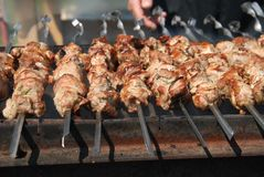 Shashlik (shaslik) - barbecue russe traditionnel Image libre de droits