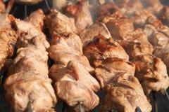 Shashlyk de kebabs de viande sur un BBQ Photo stock