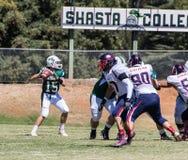 Shasta学院橄榄球 免版税图库摄影