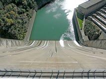 Shasta水坝的溢洪道 免版税库存图片