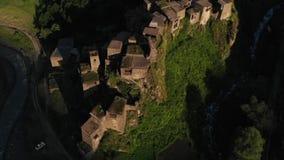 Shatili Pueblo en Khevsureti superior, Georgia, en el vídeo aéreo de la salida del sol metrajes