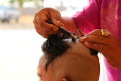 Shave hands ordained hair. Close-up photos of light, hands of men being shaved on the head of those who are ordained in Buddhism royalty free stock photography