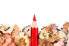 Shavings av kulöra blyertspennor med blyertspennan royaltyfria bilder