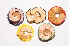 Shavings от карандаша на белом листе бумаги Картины обломоков Изображение олимпийских колец стоковые фотографии rf
