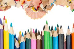 Shavings och färgblyertspennor arkivfoto