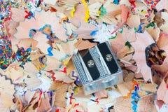 Shavingsna av blyertspennacloseupen arkivbild